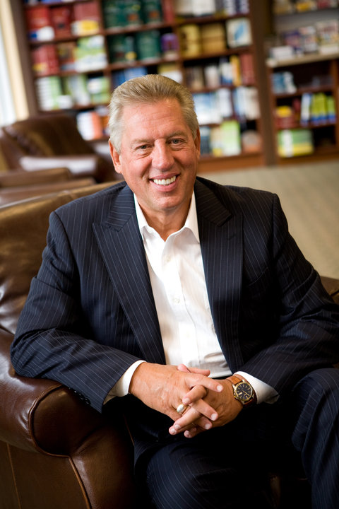 John C.Maxwell photo with books in background